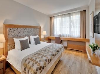 Hotel Bright Land